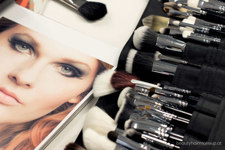 Make-up Artists verwenden Schminkpinsel