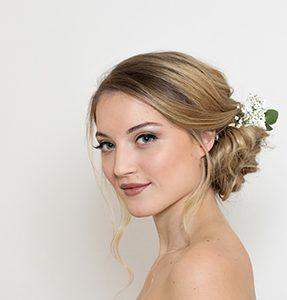 Brautmake up und Hochsteckfrisur stylen lassen in Wien